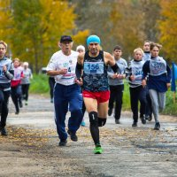 Впереди марафонец Валерий Карпов :: Валентин Кузьмин