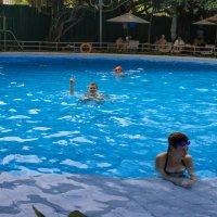 В одном из бассейнов Нячанга. :: Виктор Куприянов