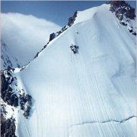 Крутой снежный склон. Кавказ :: Lmark