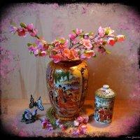 Веточки сакуры в китайской вазе :: Nina Yudicheva
