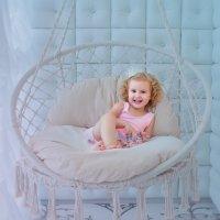 Маленькая принцесса (на качелях2) :: Ольга Егорова