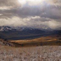 На горы взор, пусть неутомимым будет :: Сергей Жуков