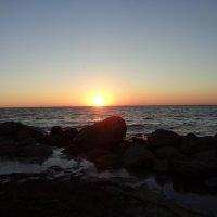 Солнце, танец воды и песни моря доводят камни до гладкого совершенства... :: Алекс Аро Аро