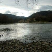 Непривычная гладь реки Белая :: Надежда