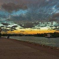 Осенний закат на Москва-реке. :: Александр Тулупов
