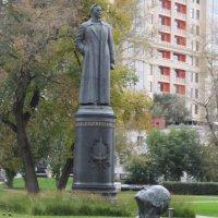 """Взгляд из парка """"Музеон""""... Андрей и Феликс :: Владимир Павлов"""