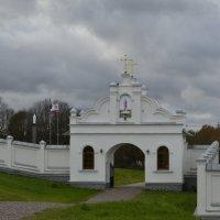 вход в монастырь :: Михаил Радин