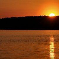 Закат на озере :: Александр Горбунов