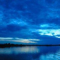Синий вечер над рекой :: Сергей Тагиров
