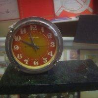 Часы на подставке, стилизованной под мрамор :: Tarka