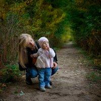 Прогулка в осеннем парке :: Юлия Филировска