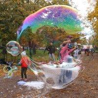 Ах, этот шар земной  причудливый и хрупкий... :: Tatiana Markova