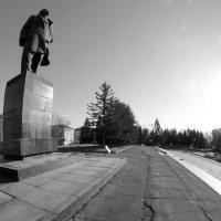 дорожкой и в лесок (В.И. Ленин) :: Владимир Шехтер