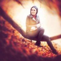 Осень, Аня в парке. :: Alex Lipchansky
