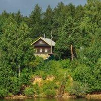 Дом на берегу реки :: Сергей Тагиров