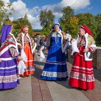 Здесь лучшие невесты,  песни и оркестры! :: Ирина Данилова