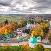 У стен монастыря :: Дмитрий Погодин
