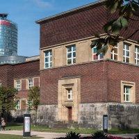 Легендарный Кунстпаласт — один из самых именитых музеев в Германии, отсчитывающий страницы своей ист :: Witalij Loewin