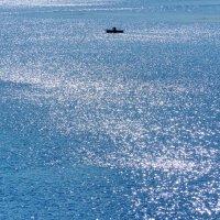 Рыбак и озеро :: Валерий Талашов