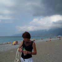 Ну совсем дикий пляж в Гаграх :: Владимир Ростовский