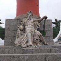 Статуя на Ростральной Колонне :: Svetlana Lyaxovich