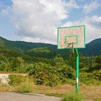 Баскетбол в поселке :: Людмила Волдыкова