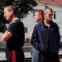 Трое мужчин на перроне :: Владимир Ростовский