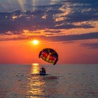 На закате в небо :: Юрий Бичеров