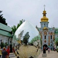 Во дворе Лавры в Киеве :: Ростислав