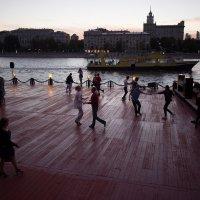 Танцы на набережной - 2 :: Руслан Гончар