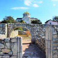 Древний и современный храмы. :: Береславская Елена
