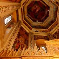 Интерьер храма Покрова на Рву. :: Владимир Болдырев