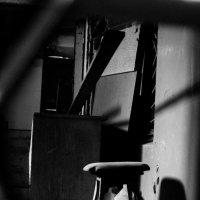 Интерьер подъезда в минском дворике :: Дмитрий Шишкин