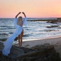 На закате у моря... :: Райская птица Бородина