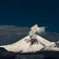 Авачинский вулкан в лучах суперлуны :: Ivan Kozlov