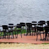 Опустело летнее кафе.... :: Валерия  Полещикова
