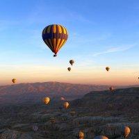 Воздушные шары на рассвете :: Алексей Писарев