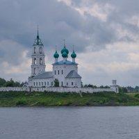 Монастырь на берегу Волги :: Сергей Тагиров