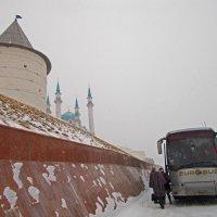 У стен Казанского кремля :: Сергей