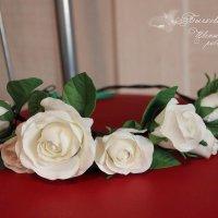 Веночек с розами и бутонами на кожаном шнуре... :: МАРИЯ БЫЧКОВА