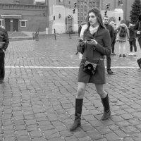 девушка с двумя гаджетами :: Александр Шурпаков