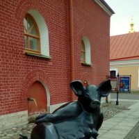 Скульптура малых форм из Таллина. (Петропавловская крепость, С- Петербург). :: Светлана Калмыкова
