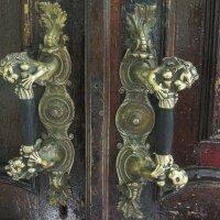 Ручка двери со львами :: Елена Павлова (Смолова)
