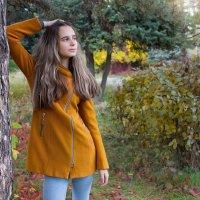 ..В старом парке царствовала осень, Красила деревья и кусты. :: Райская птица Бородина