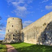 Стены Изборской крепости :: Константин
