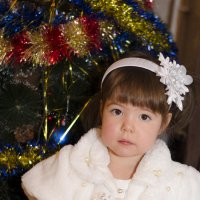 у ёлочки маленькая принцесса :: Ольга Русакова