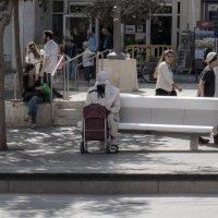Человек на скамейке :: Alla