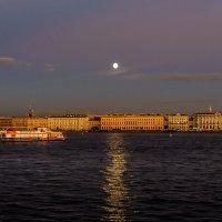 Водные прогулки под полной луной :: Valerii Ivanov