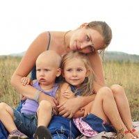 Мама и дети :: Яна Иньская