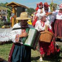 А девки хотят танцевать :: Oleg Shcherbanjuk